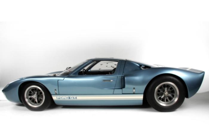 Использовалось несколько вариантов двигателя V8 для гонок разного класса – от 4,2 до 7,0 литров.