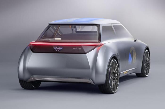 В задней части автомобиля установлена электрическая система привода, разрабатываемая материнской компанией BMW.