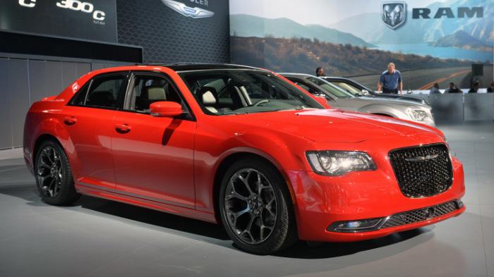 Chrysler 300C Hemi с большим прожорливым двигателем V-8.