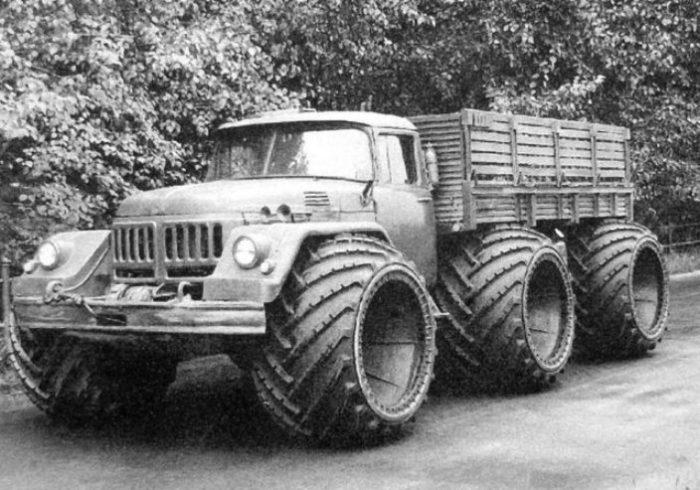 Экспериментальный трехосный ЗИЛ-132 на арочных колесах.