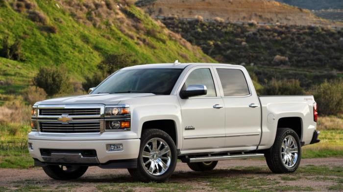 Большой неэкономичный пикап Chevrolet Silverado High Country.