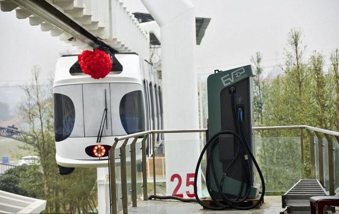 Зарядное устройство для аккумуляторов подвесного поезда Sky Train.