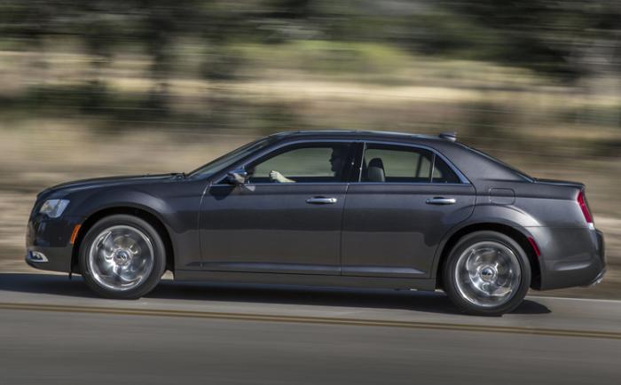 Оценка за надежность большого седана Chrysler 300: -99 баллов.