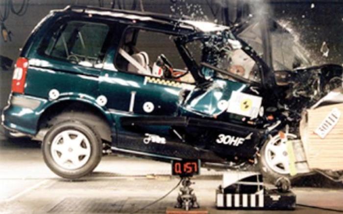 Минивэн Opel Sintra – тот случай, когда «первый блин комом». | Фото: autocar.co.uk.