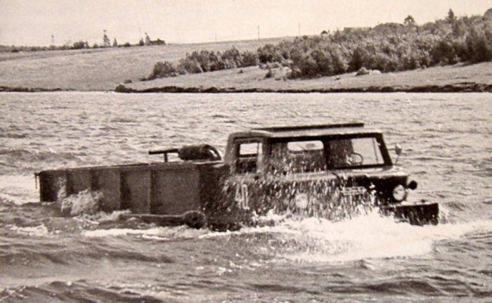 Водные испытания ЗИЛ-132П на Москва-реке.