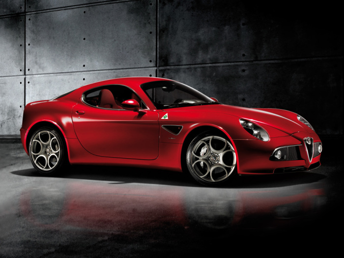 Дизайн экстерьера отсылает к Alfa Romeo 1930-х и 1940-х годов.