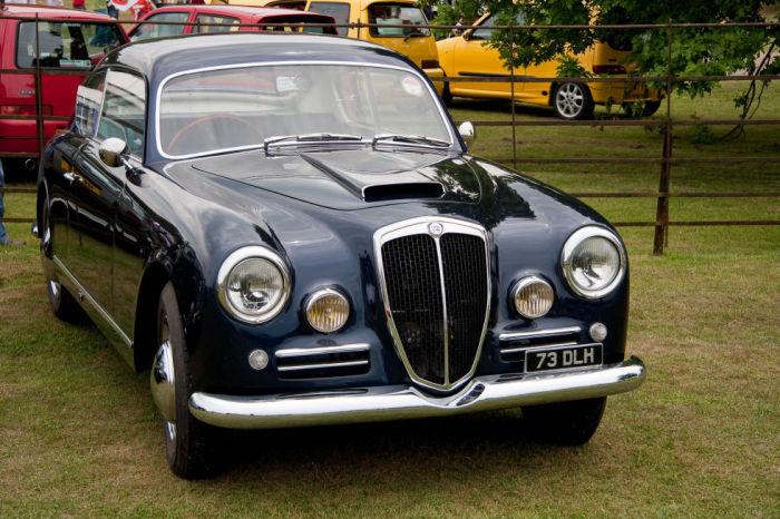 Автомобиль назван в честь Via Aurelia – древней дороги, соединяющей Рим и Пизу.