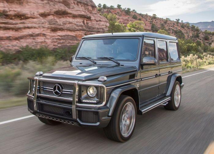 Сравнивать старый и новый Mercedes-Benz G-Class можно долго, но они действительно очень похожи. | Фото: mercedes-g-class.infocar.ua