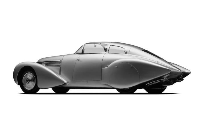 С каплевидным аэродинамичным дизайном эта «Испано-Суиза» выглядела футуристично в свои годы.