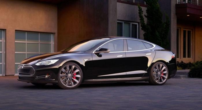 Гибридный автомобиль с поразительно мощными электромоторами.