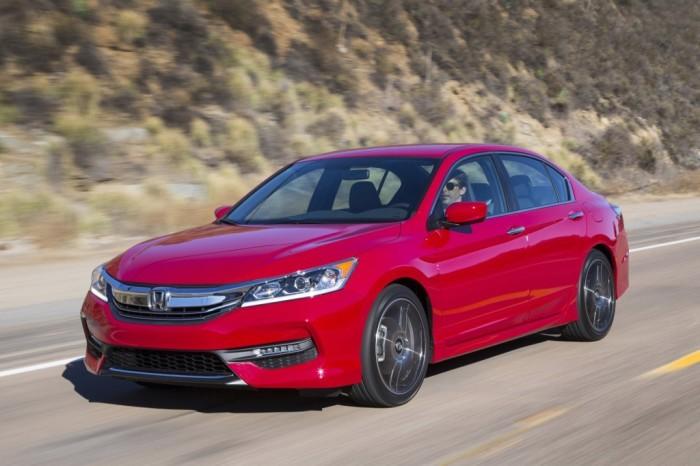 Honda Accord - популярный и надёжный семейный седан.