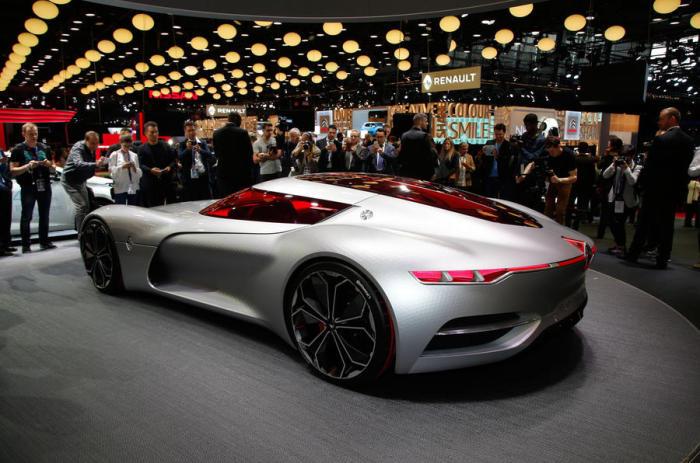 Двухместный концепт Renault Trezor - предвестник будущих больших изменения дизайна и технологий.