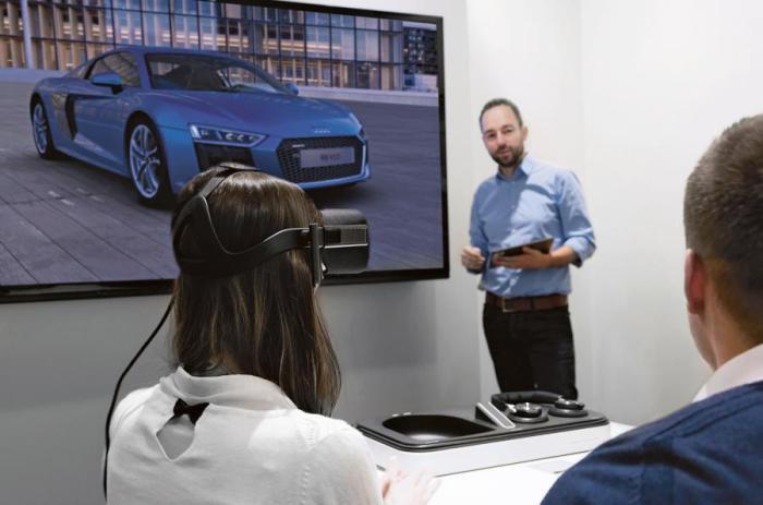 Представление новой машины будущему покупателю.