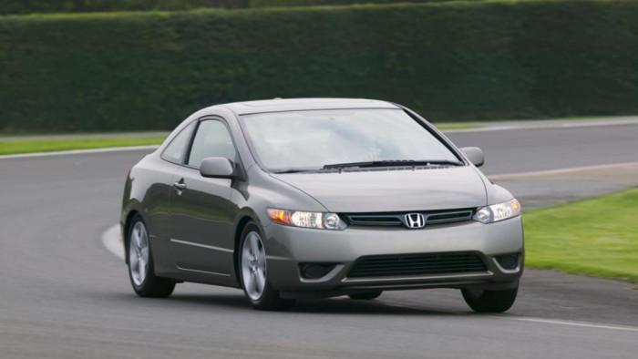 Купе Honda Civic восьмого поколения (2005-2011 гг.).