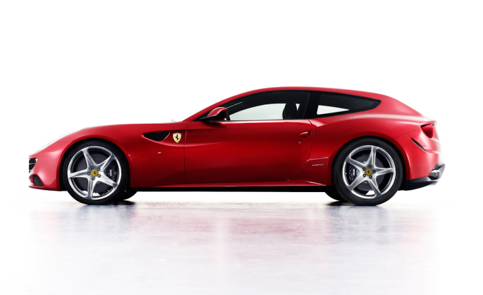Суперкар-хэтчбек Ferrari FF.   Фото: caranddriver.com.
