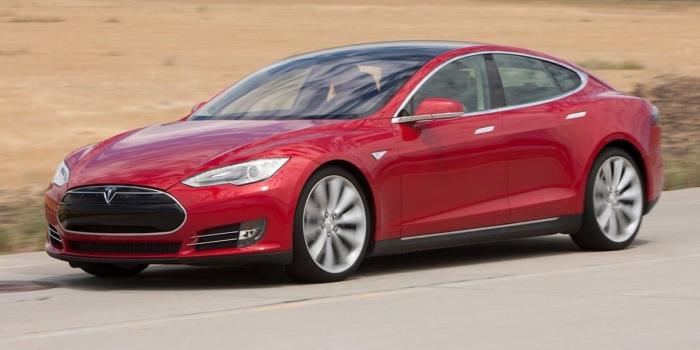 Tesla Model S - революционный автомобиль от Илона Маска. | Фото: masbukti.com.