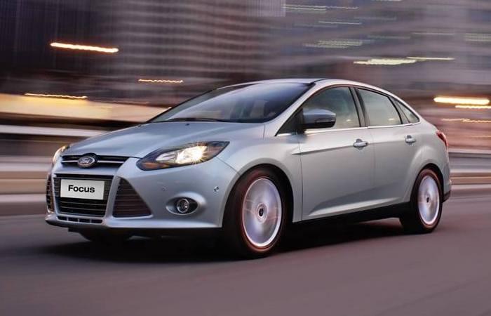 Популярный компактный автомобиль Ford Focus 2013 года. | Фото: cheatsheet.com.