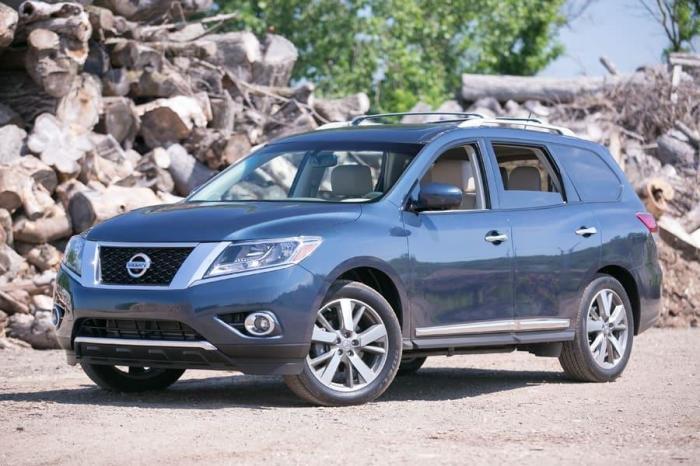 Японский кроссовер Nissan Pathfinder 2013 года. | Фото: cheatsheet.com.