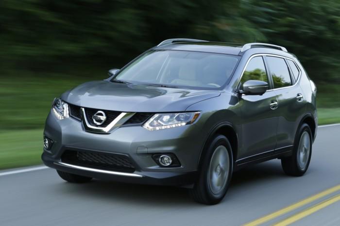 Nissan Rogue - небольшой внедорожник с проблемами обзорности.