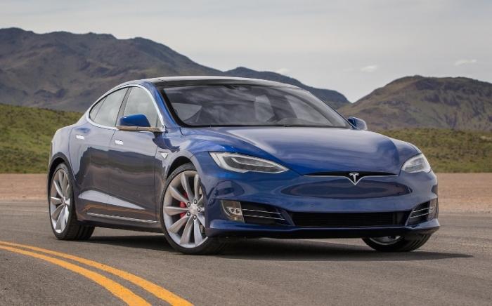 Электрокар Tesla Model S P90D. | Фото: motortrend.com.