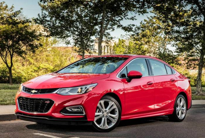 Chevrolet Cruze 2017 года. | Фото: autoweek.com.