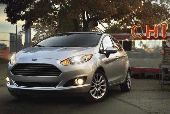 Крохотный хэтчбек Ford Fiesta. | Фото: cheatsheet.com.