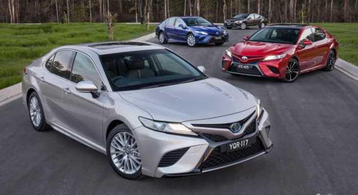 Большинство популярных седанов, например, Toyota Camry (XV70), переднеприводные. | Фото: carshowroom.com.au.