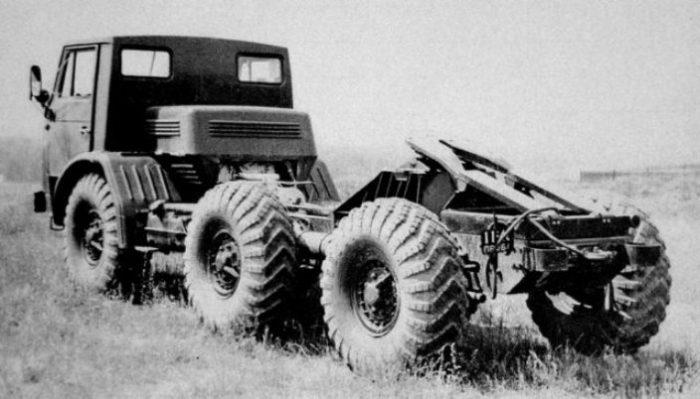 Опытный 3-осный грузовик ЗИЛ-132РВ.