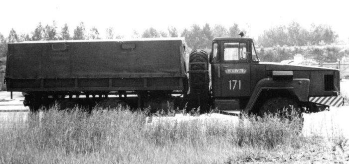 Вид сбоку на опытный грузовик КрАЗ-Э260Е, 1974 год.
