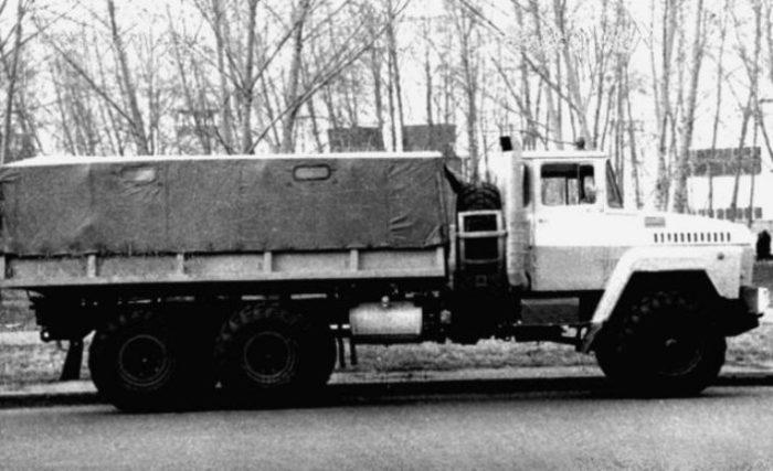Вторая версия КрАЗ-2Э260 с газовой турбиной мощностью 360 л.с., 1976 год.