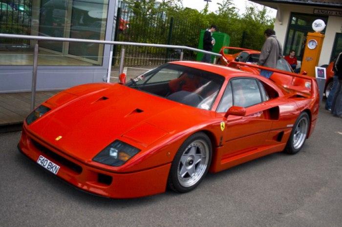 Ferrari F40 – в свое время самый быстрый в мире автомобиль.