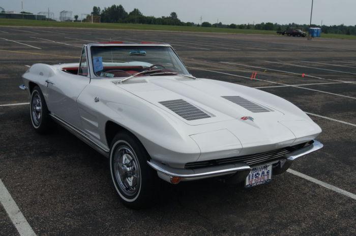 Corvette был первым чистокровным американским спортивным автомобилем.