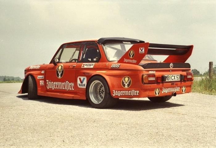 Оригинальный BMW 2002 Jaegermeister 1970-х годов.