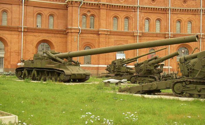 Самоходный миномет 2Б1 «Ока» в военно-историческом музее артиллерии, инженерных войск и войск связи (Санкт-Петербург).
