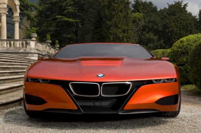Традиционно агрессивный взгляд «прищуренных глаз» BMW.
