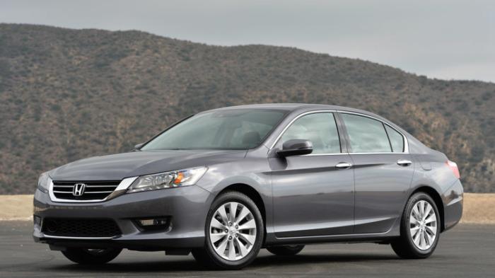 Популярный экономичный седан Honda Accord.