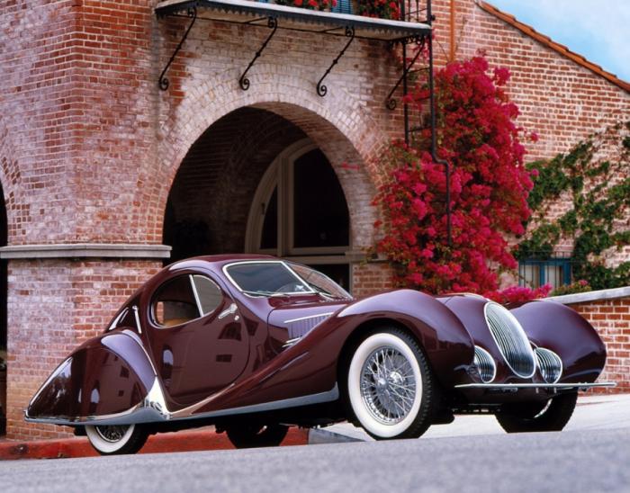 Каплеобразный кузов от Figoni et Falaschi выглядел очень необычно в 1930-е годы.