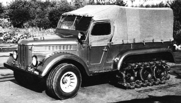 Внедорожник НАМИ С-3МУ на базе ГАЗ-69М с пневматическими траками на гусенице.