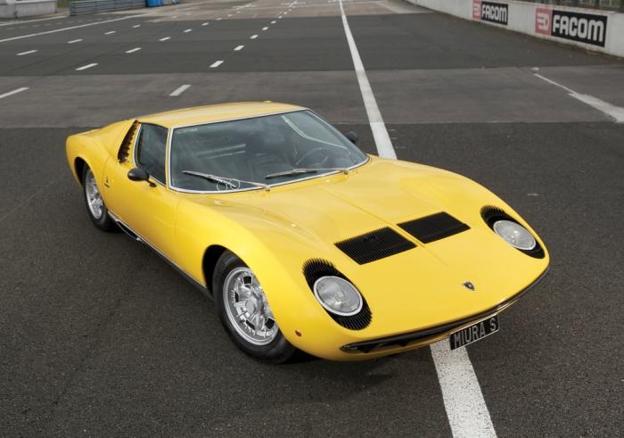 Поразительный дизайн начинающего Марчело Гандини, работавшего на фирму Bertone.