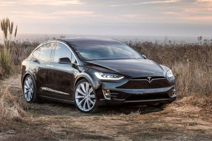 Один из самых перспективных кроссоверов наших дней Tesla Model X до сих пор постоянно ломается. | Фото: tesla-model-x.infocar.ua.
