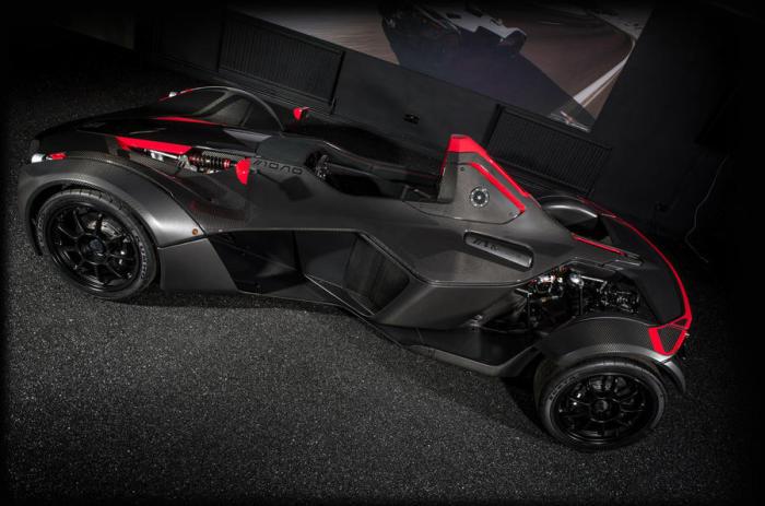 Максимальная скорость 274 км/ч и разгон до 100 за 2,8 с - результаты как у «больших» суперкаров.