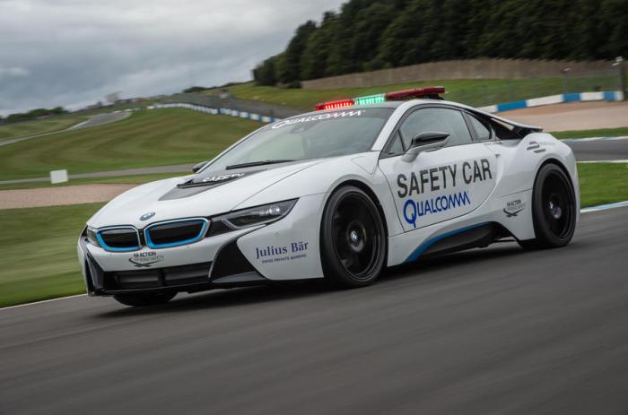 Представлена новая машина безопасности на гонках Формулы-Е – BMW i8 Safety Car.