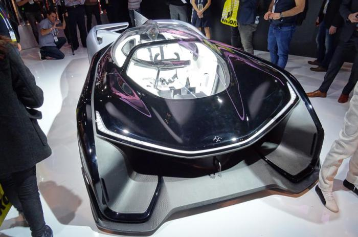 Китайский спорткар в стиле реактивного истребителя.