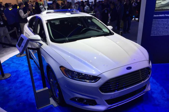 Автономный автомобиль Ford.
