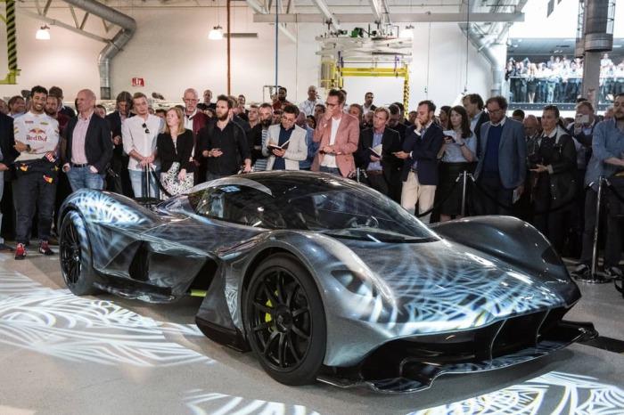 На кузове автомобиля нет больших спойлеров благодаря гению аэродинамики Эдриану Ньюи.
