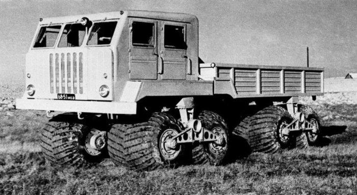 Экспериментальный внедорожный грузовик НАМИ ЭТ-8.