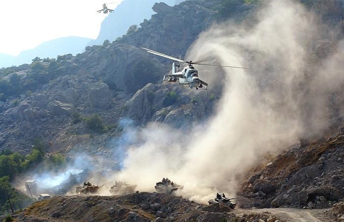 Полет вертолета Ми-24 в горах. | Фото: nlo-mir.ru.