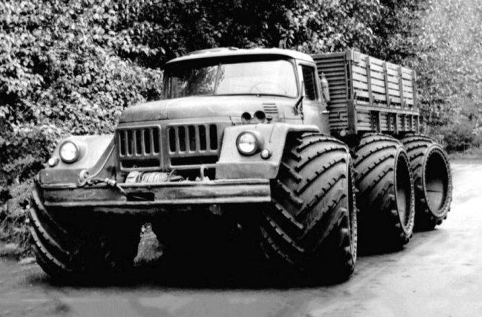 Экспериментальный грузовик ЗИЛ-132 с арочными колесами.
