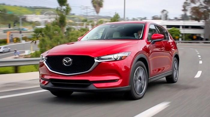 Кроссоверы Mazda CX-5 второго поколения выпускаются с 2017 года. | Фото: youtube.com.