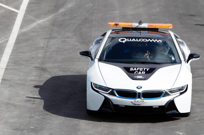 BMW i8 Safety Car на треке.